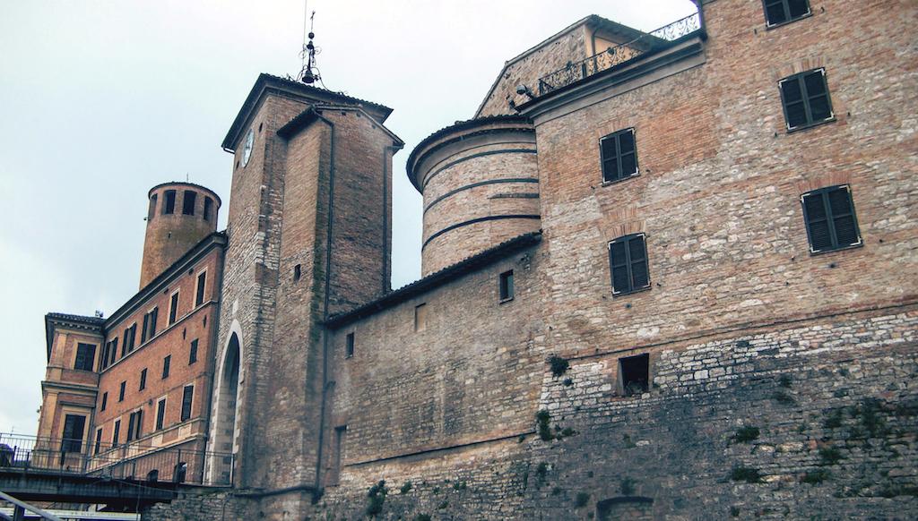 Cerreto d'Esi, il mistero della torre che pende (e non solo…)