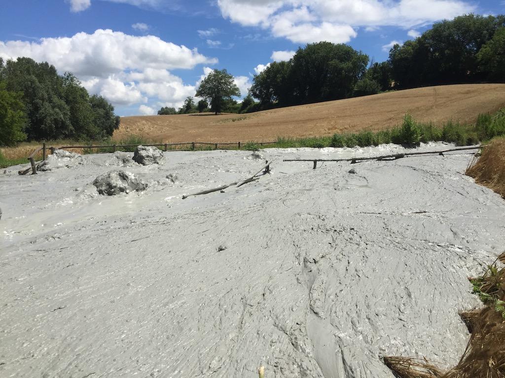 Monteleone di Fermo: la meraviglia del parco dei vulcanelli di fango