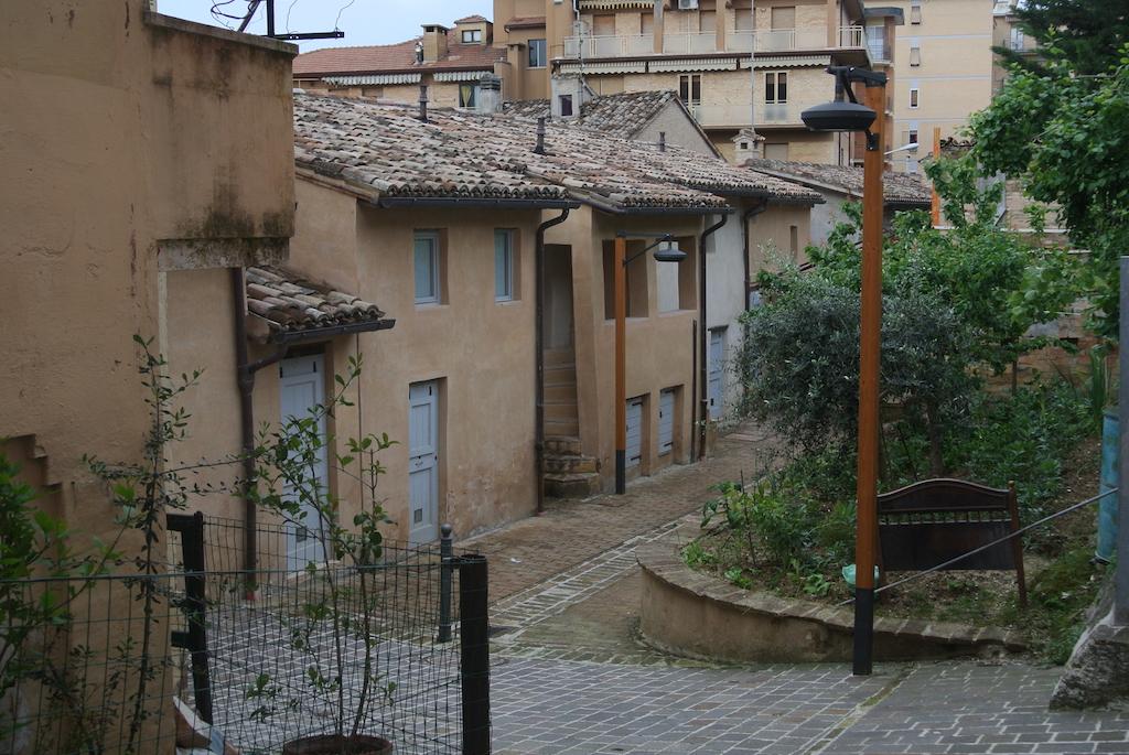 Villa Ficana: un borgo di terra e paglia