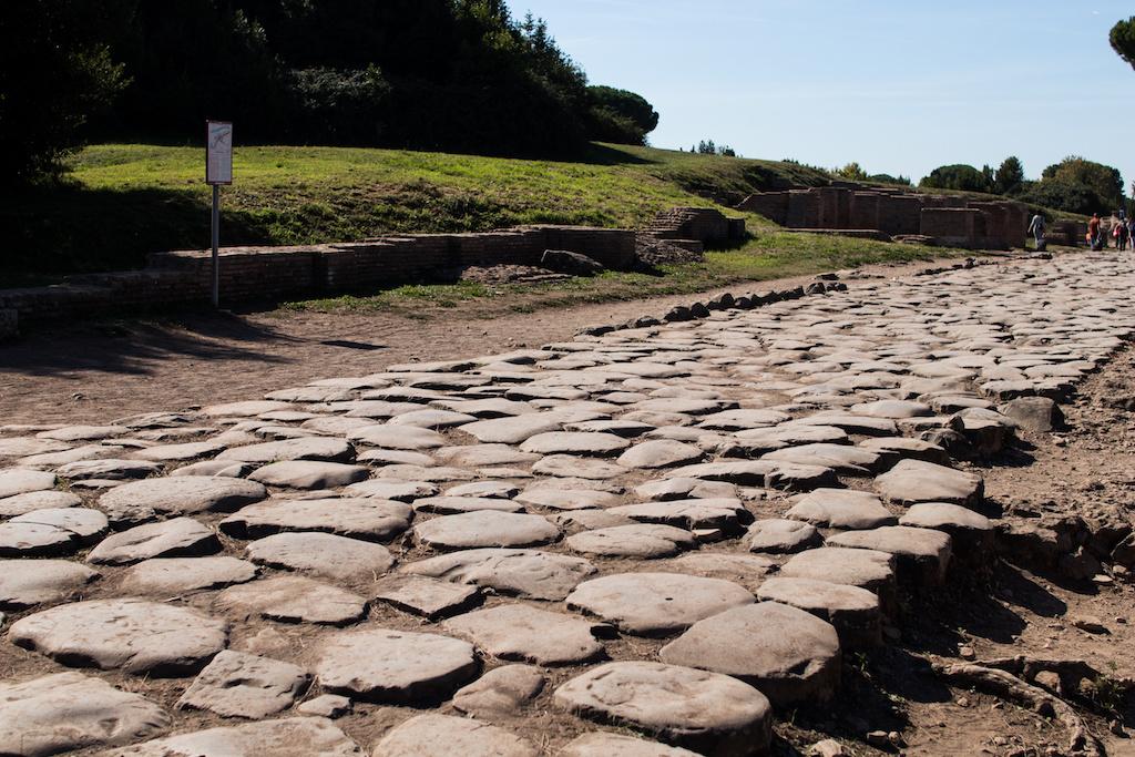 Flaminia e Salaria. Le strade consolari romane nelle Marche