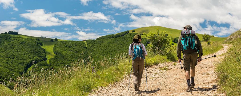 Quattro itinerari per viaggiare (a piedi) tra Marche, Umbria e non solo