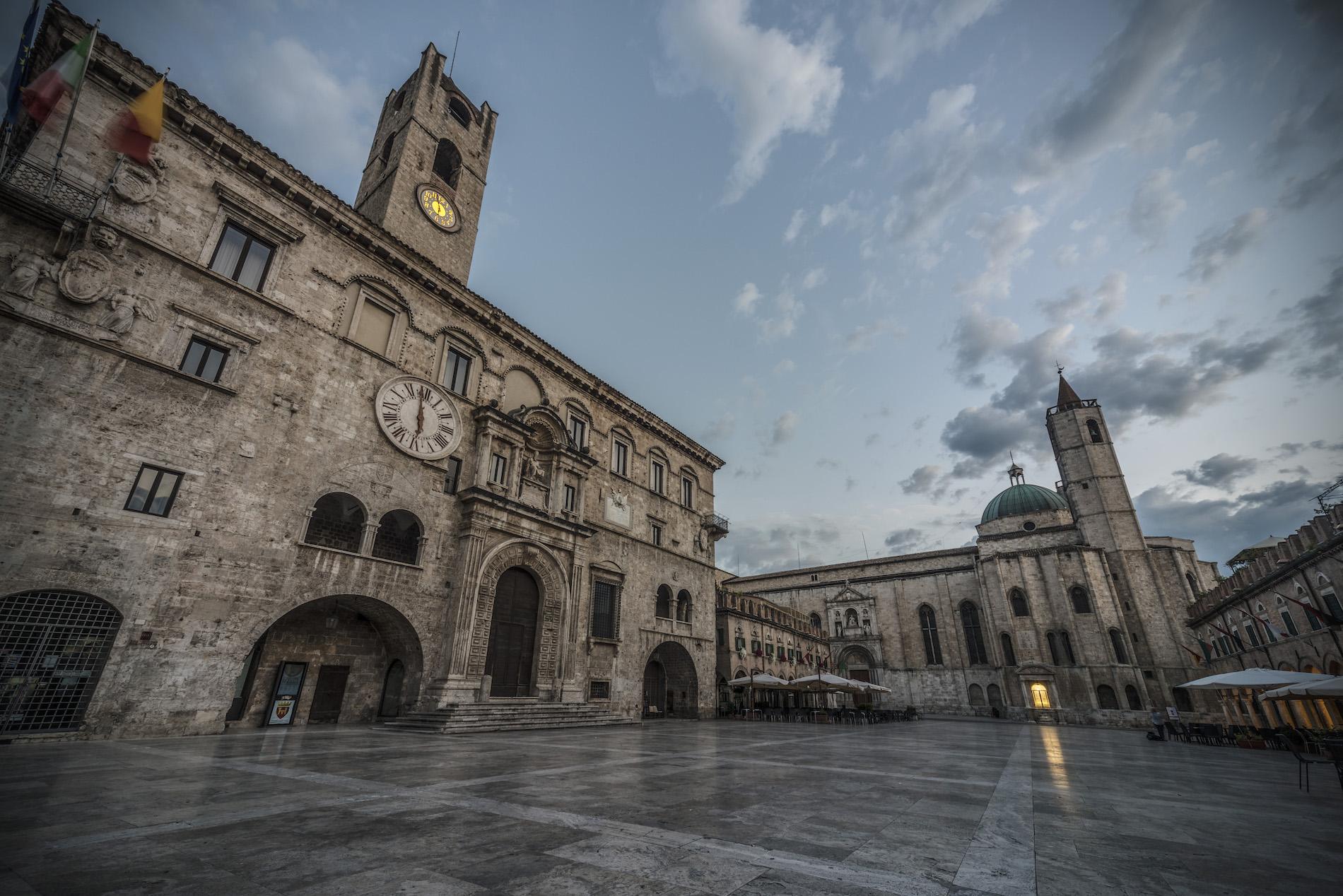 Piazza del Popolo di Ascoli Piceno - Why Marche