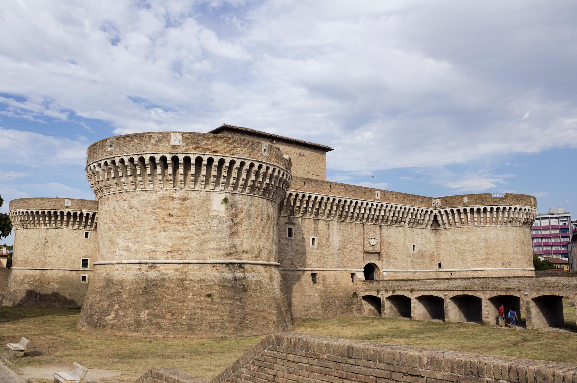Strati di storia tra le possenti mura della Rocca Roveresca