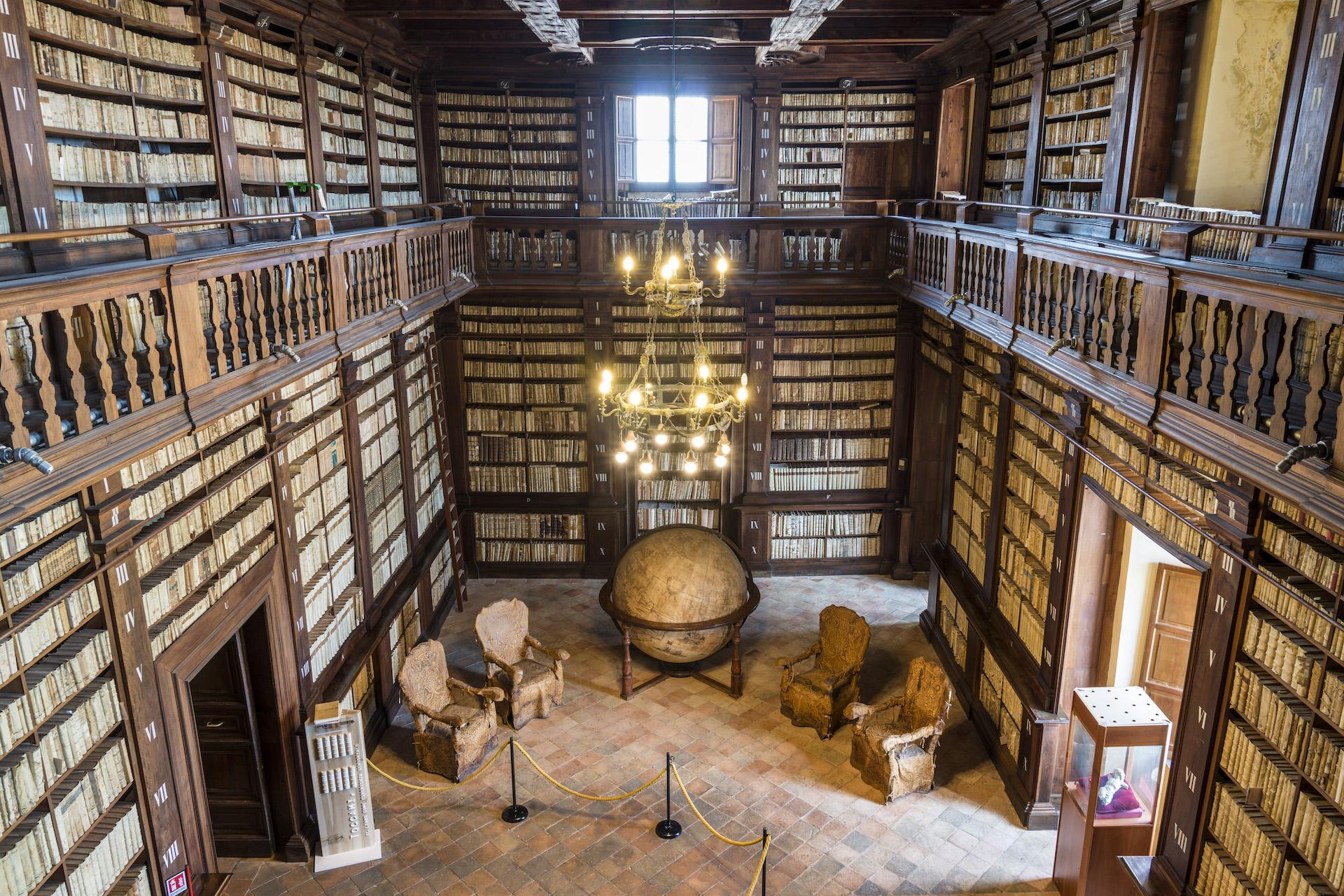 Antichi gioielli di famiglia in vetrina: le nostre biblioteche storiche